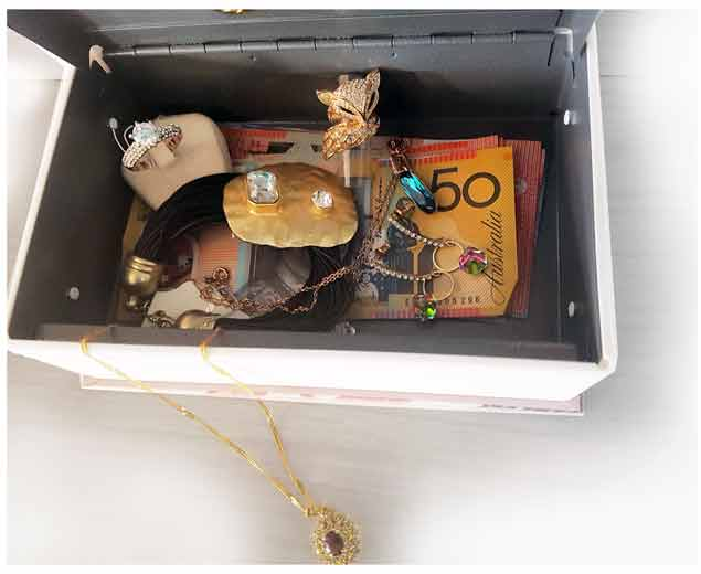 Hidden-Book-Security-Home-Money-Safe-Cash-Box-Lock-Safety-Locker--strong-box-posh-cadillac-jewellery-box-txt-web-S